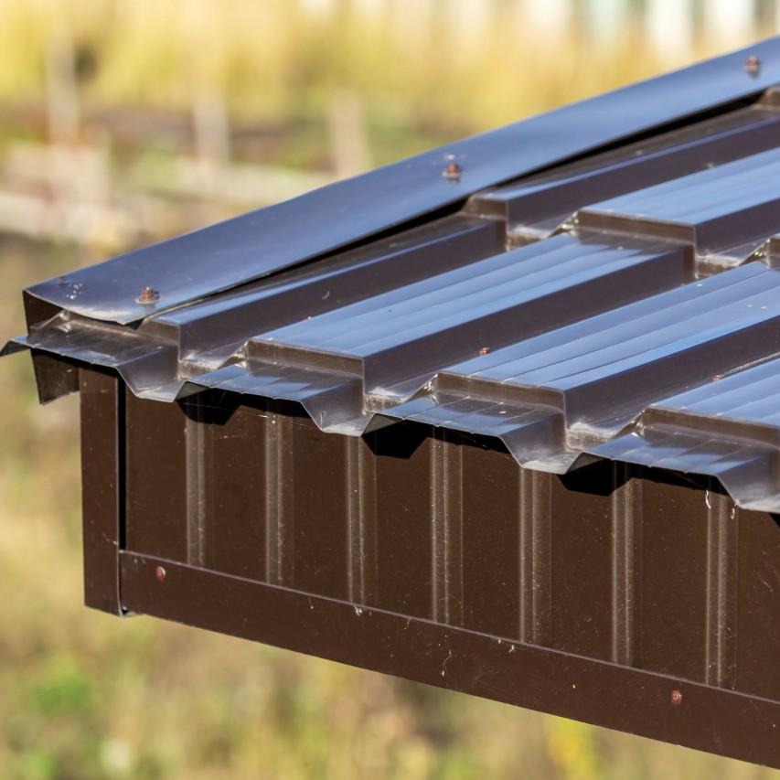 Metal roof edge